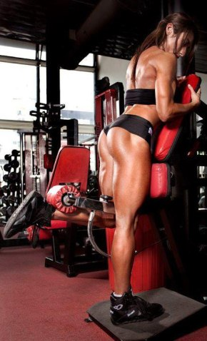 girl doing leg curl