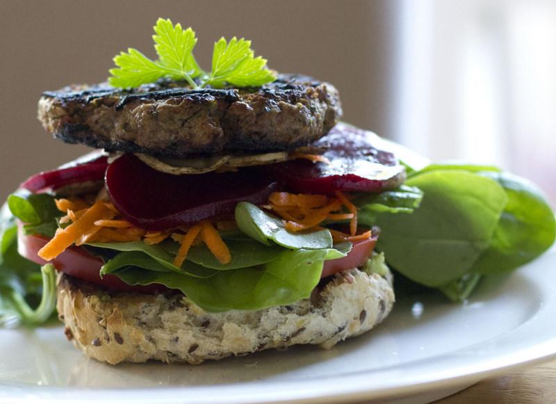 hamburger-with-salad and bread